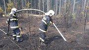 U Pňovan hoří les, zasahuje i letecká hasící služba