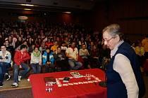 Vyprávění si vyslechli také studenti tachovských škol.