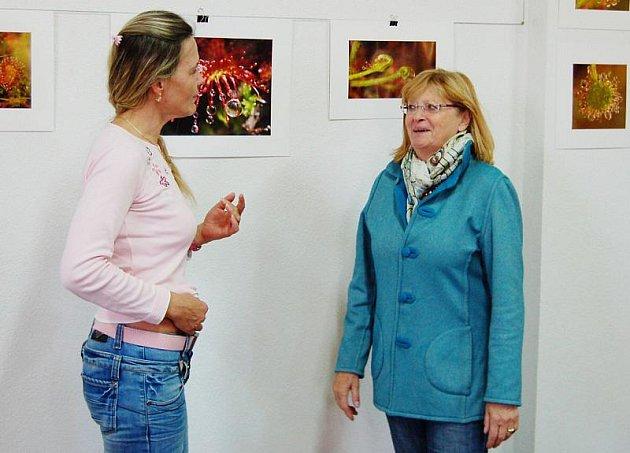 Výstavu Moje Tachovsko – Český les autorky Štěpánky Schmidové v Komunitním centru v Tachově včera navštívila hraběnka Adrienne von Korff-Kerssenbrock.