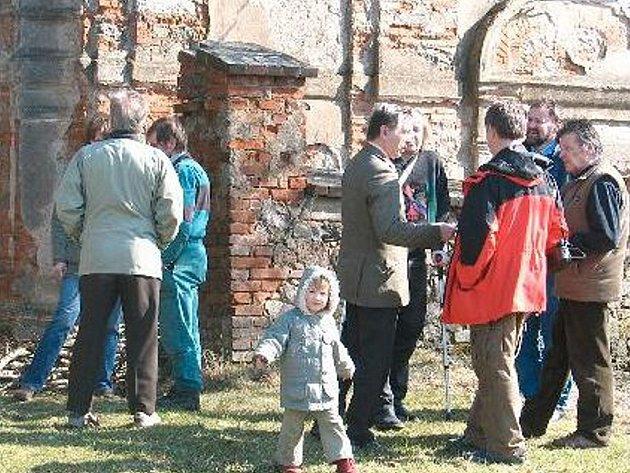 Také kostel sv. Václava ve Vysokém Sedlišti byl na seznamu církevních staveb, jejichž stav si prohlédli zástupci ministerstva financí. V dotaci se na tento kostel počítá se šesti miliony korun.