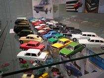 V Kladrubech se uskutečnila vernisáž výstav starých pohlednic a modelů aut