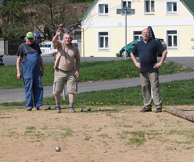 Velikonoční turnaj ve hře pétanque se uskutečnil v neděli v Michalových Horách.