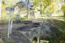 Práce na mostu před obcí Březí již začaly. Řidiči budou muset počítat s měsíční uzavírkou.