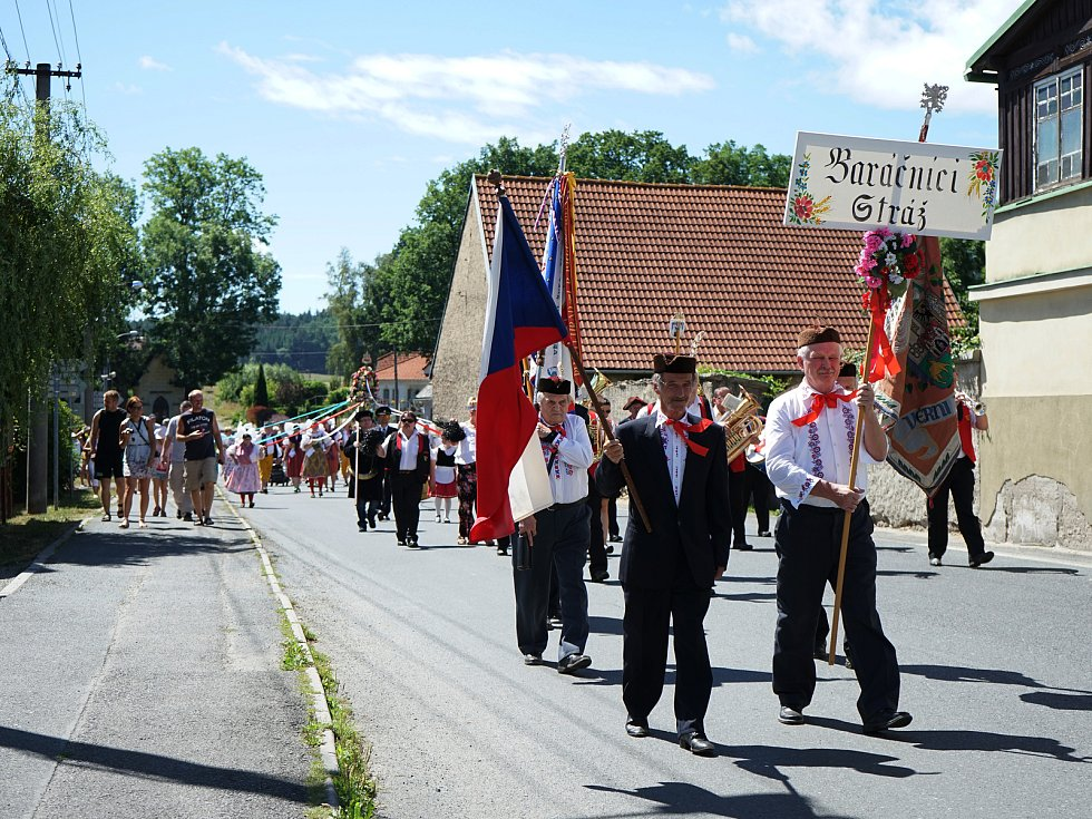 Stráží o víkendu prošel průvod  Baráčníků. Oslavili tak půl století od svého založení. Společně s nimi se na cestu vydala také stříbrská Amátovka.