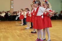 O zahájení se postaraly tančící děti