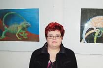 Jana Popelková mezi svými oblíbenými obrazy.