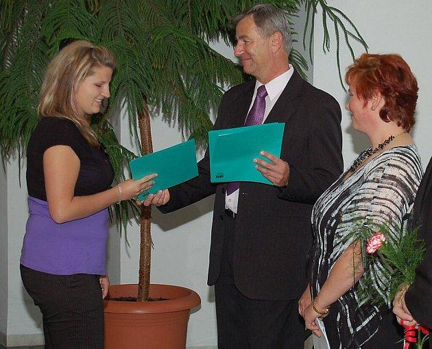 Absolventi Střední odborné školy Stříbro převzali maturitní vysvědčení