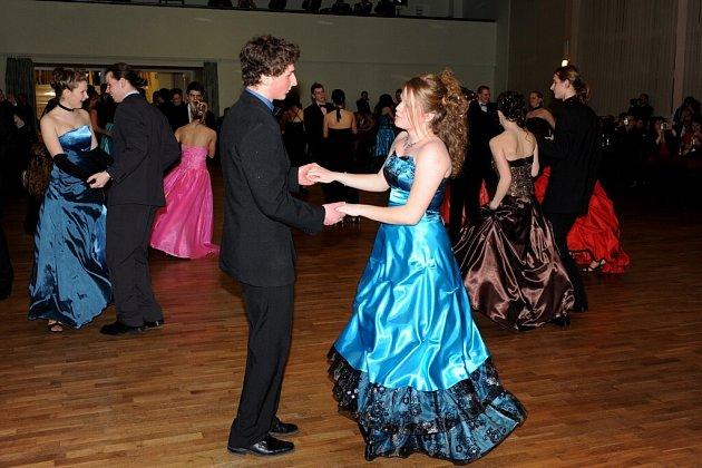 Kurz tance byl zakončen závěrečným plesem.