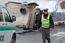 Nehoda slovenského kamionu na dálnici D5 u Benešovic.