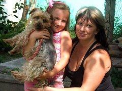 PETRA VELICHOVÁ se svojí dcerou milují zvířata. Předností jsou koně, ale kočkodana už mají spoustu let.