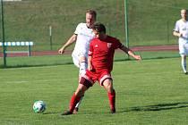 Zkušený kanonýr Tachova Lukáš Čížek (na archivním snímku v červeném dresu) pokořil v sobotním přípravném utkání obranu Stříbra hned dvakrát. Výraznější gólový příspěvek si připsal jen Patrik Vyleta.
