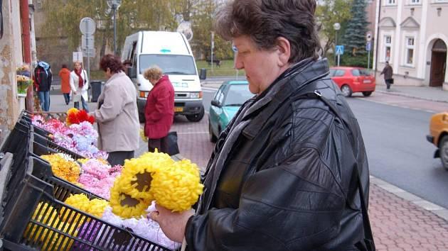 Jaroslava Rysová (na snímku) dává přednost vlastní výrobě a fantazii před zbožím v obchodech. Nejčastěji nakupuje jen doplňky.
