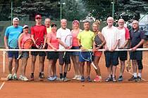 Účastníci třetího turnaje čtyřdílného seriálu v tenisových čtyřhrách Mixdebl Tachov 2020.