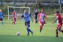 TJ Holýšov (v modrém) - ZD Meclov (v červeném) 3:0.