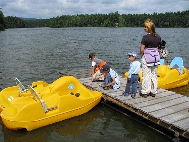 Letní lenošení u rybníka Chobot v rekreačním středisku Sycherák