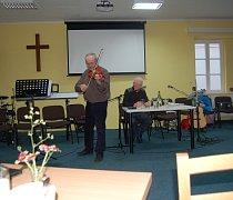 Zpívánky v tachovském klubu Sedmdesátka