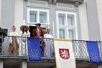 DNY EVROPSKÉHO DĚDICTVÍ zahájili v sobotu dopoledne na nádvoří zámku v Tachově představiteli města. Návštěvníci pak měli možnost navštívit zdarma nebo za snížené vstupné památky města.