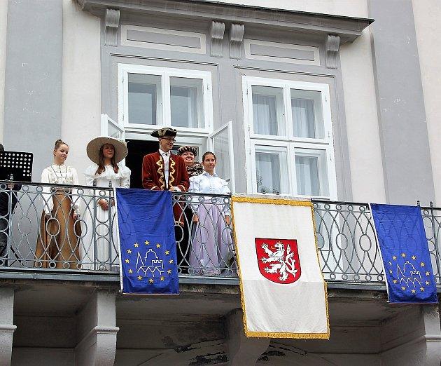 DNY EVROPSKÉHO DĚDICTVÍ zahájili vsobotu dopoledne na nádvoří zámku vTachově představiteli města. Návštěvníci pak měli možnost navštívit zdarma nebo za snížené vstupné památky města.