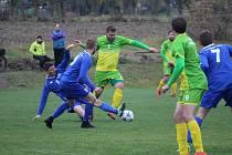 Posledním fotbalovým okresním derby v oblastních soutěžích bylo na dlouhou dobu listopadové utkání Chodského Újezdu (v modrém) proti Chodové Plané.