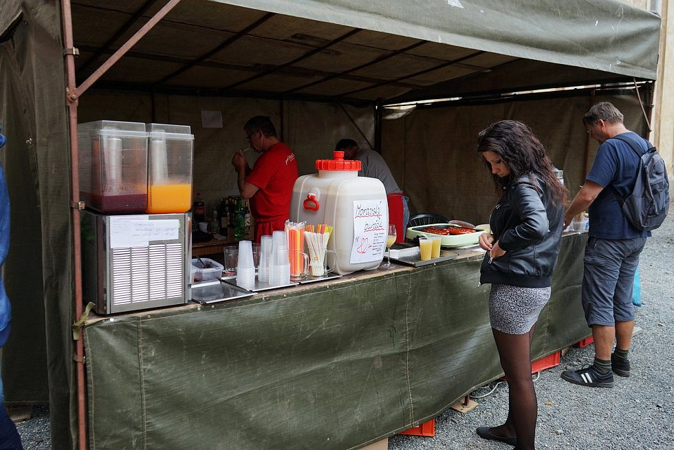 V Kladrubech se uskutečnily slavnosti medu a vína spojené s netradičními prohlídkami.