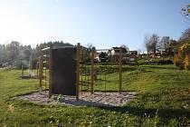 V obci Obora mají hřiště, které mohou využívat děti i dospělí.