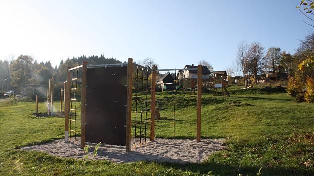 Vobci Obora mají hřiště, které mohou využívat děti idospělí.