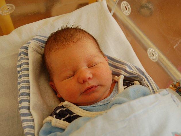 Pavel Němeček z Vysočan se v pondělí 16. ledna v 8.42 hodin narodil v domažlické porodnici. Maminka Vendula a tatínek Pavel věděli dopředu, že budou mít chlapečka, a na svět ho přivítali společně. Pavlík vážil 3,12 kg a měřil 50 cm.
