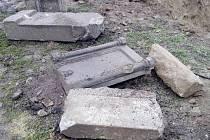 Během prací na stavbě nové mateřské školky ve Stříbře byly nalezený zbytky kamenných portálů a další artefakty. Některé pocházejí z patnáctého století.
