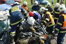 Smrtí třiadvacetiletého řidiče osobního automobilu skončil čtvrteční střet nákladního a osobního auta u Čečkovic u Boru na Tachovsku.