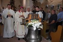 Žehnání restaurovanému zvonu v kostele sv. Martina v Racově.