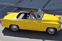 Milovníci historických vozidel zahájili sezonu Májovou jízdou