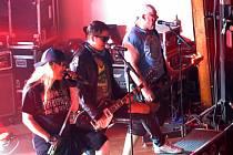 Kulturní dům ve Stříbře patřil v pátek rocku. Představili se kapely Agnes Rock, Alkehol a Walda Gang