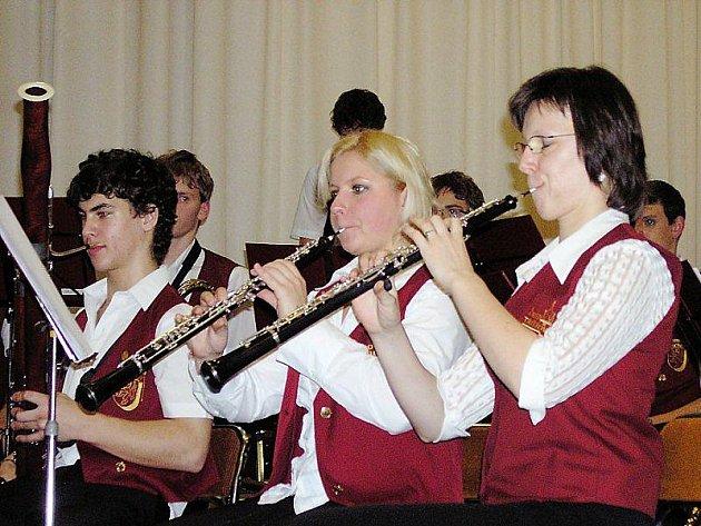 ZVOU NA VÁNOČNÍ KONCERT. Tachovští mladí muzikanti zvou na svůj sobotní Vánoční koncert.