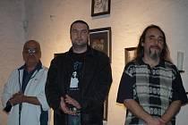 Odsouzení Miloš Čekan, Karel Vicher a Miroslav Lamper vystavují v plánském kostele svatého Petra a Pavla.