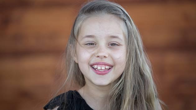 Osmiletá Zuzanka z Tachovska se narodila s dětskou mozkovou obrnou, která postihla její dolní končetiny. Foto: Patron dětí