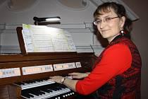 JANA VOKATÁ předvedla publiku v koncertním sále Základní umělecké školy v Tachově nový nástroj, digitální varhany, které slouží k výuce nového oboru.