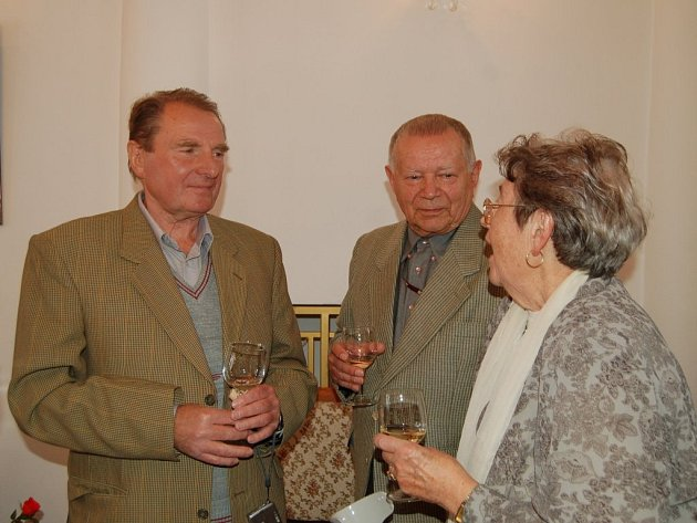 Po šedesáti letech se na tachovské radnici setkali bývalí spolužáci ze školy v Kostelní ulici.