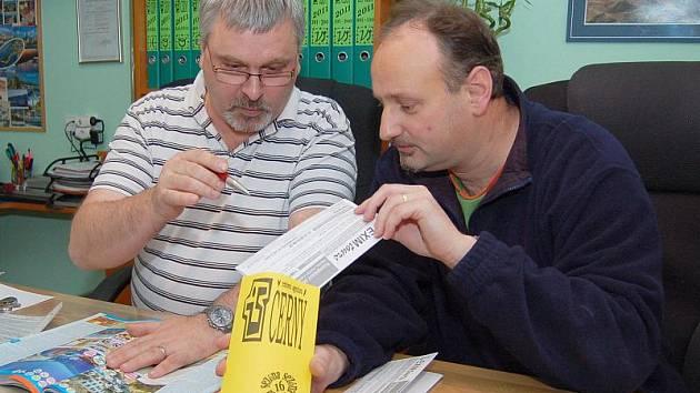 Šéfredaktor Tachovského deníku Jiří Kohout  (vpravo) si na vlastní kůži vyzkoušel, jak chutná práce v cestovní kanceláři.