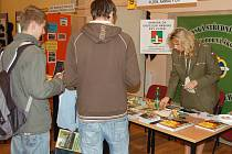 Mladí lidí z Tachovska se mohli v úterý v sále Mže dozvědět o možnostech studia na středních školách nejen v západních Čechách. Prezentovala se i vojenská střední škola.