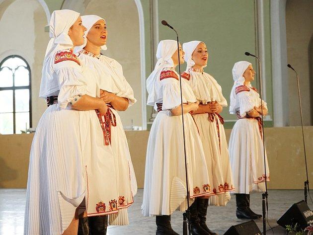 Během závěrečného koncertu patnáctého ročníku festivalu Dveře jízdárny dokořán se představil vojenský umělecký soubor Ondráš.