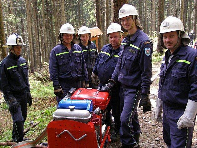 Deset hasičských jednotek se zapojilo do taktického cvičení Přimda 2010