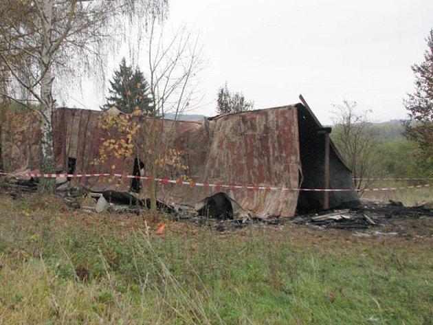 ZÁPACH z požáru je na sídlišti Východ v Tachově cítit i několik dní po rozsáhlém požáru.