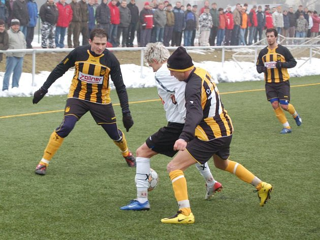 Divizní fotbalisté FK Tachov zvítězili s německým mužstvem Vizling 4:2 (1:2).