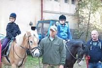 Pony farma z Kladrub pořádala Hubertskou jízdu.