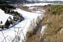 Skalní defilé, řeka Mže a Svojšín.