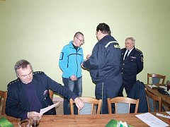 Plánští se sešli na valné hromadě. Hasič Aleš Fejl (vlevo) získal dvě ocenění.