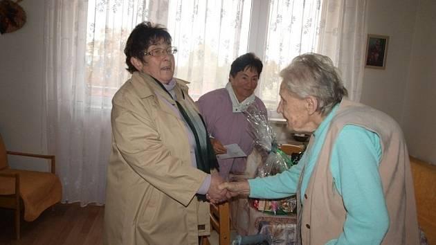 Paní Hanzlíková z Tachova oslavila devadesátiny