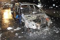 Automobil začal hořet kvůli technické závadě.