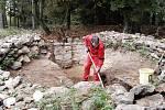 Archeologové zkoumají šibenici a pátrají v zemi kolem. Za nejzajímavější považují nálezy lidských kostí, obratle a části žebra. Na šibenici totiž oběšenci zůstali viset pro výstrahu do té doby, než se například nerozpadli. Pak byli zakopáni katem.