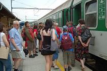 Za jednu korunu se ve čtvrtek vlakem svezly stovky cestujících